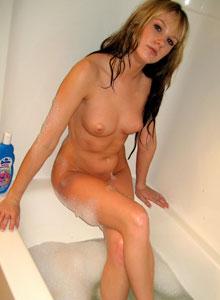 Watch Cali Have A Bubble Bath - Picture 10
