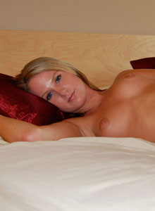 Cali Wakes Up And Proves That She Sleeps Naked - Picture 6