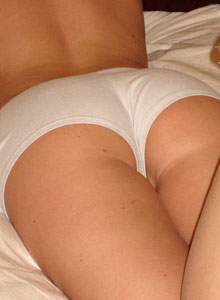 Teenage Cali Shows Off Her Tight Perfect Ass In White Booty Shorts - Picture 7