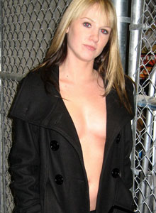Cali Flashes Her Perky Tits To Strangers On The Street - Picture 3