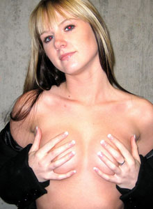 Cali Flashes Her Perky Tits To Strangers On The Street - Picture 7